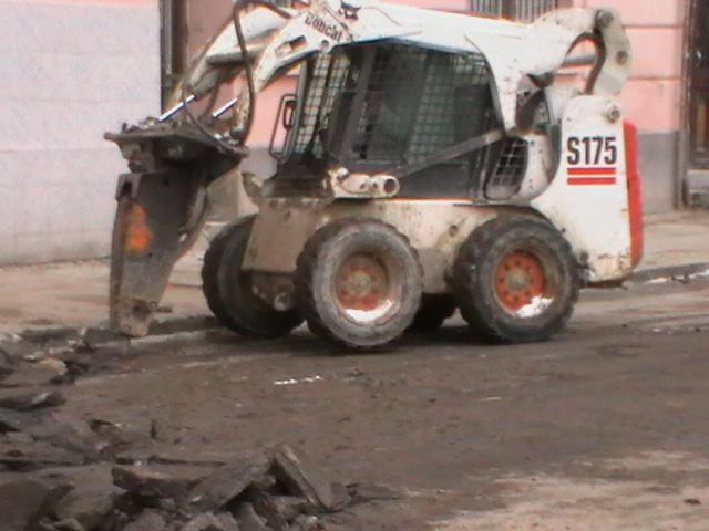 Nyír-Épker aszfaltbontási munkálat gépekkel